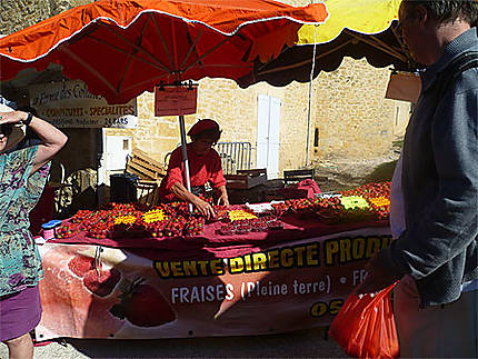 Jour de marché à St-Géniès, près de Sarlat