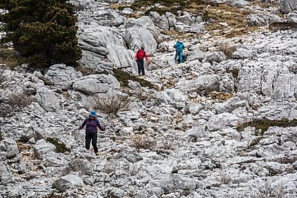 Lans-en-Vercors - Lapiaz et randonneurs prudents