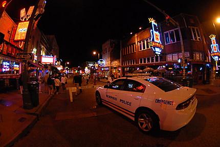 Ambiance nocturne sur Beale Street