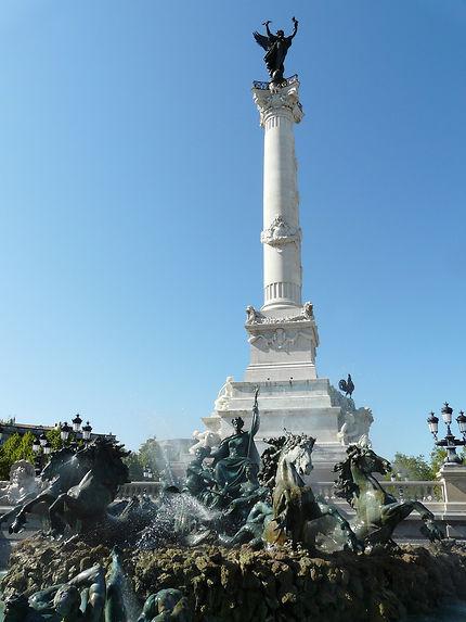 Fontaine des Girondins en premier plan