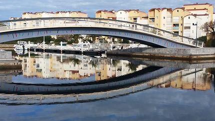 Pont reliant les deux rives à Gruissan