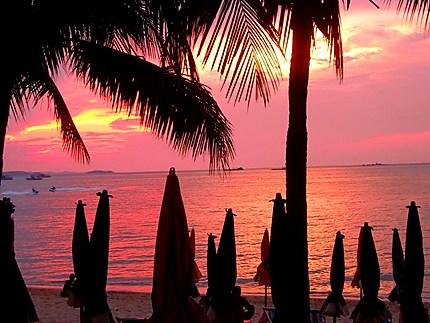 Coucher de soleil sur la plage de Pattaya