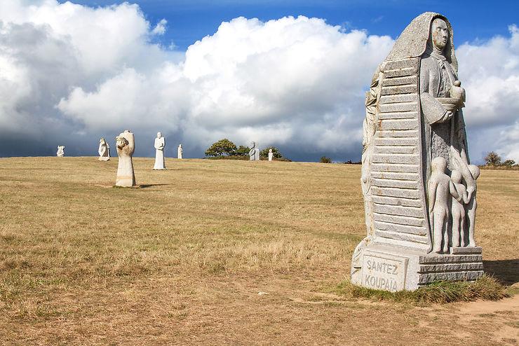 Les géants de pierre sculptée à Carnoët