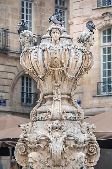 Bordeaux - La jolie fontaine et ses pigeons