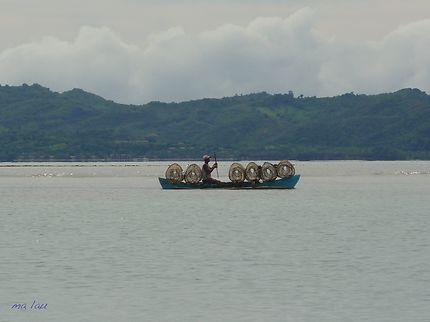 Pirogue et pêcheur