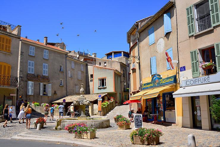 Valensole, une carte postale provençale