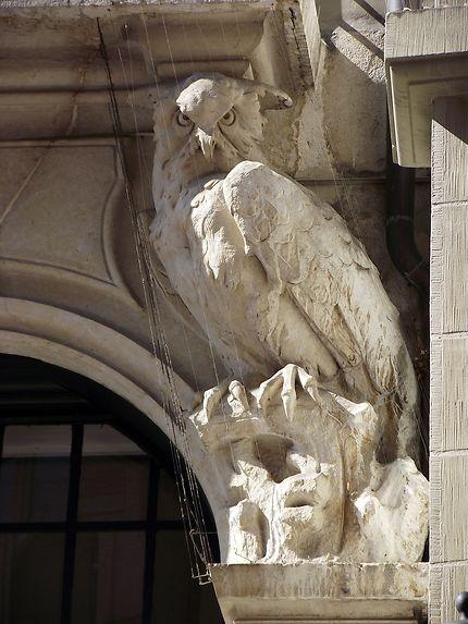 Hibou sur une façade