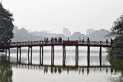 Le pont du Temple de la Montagne de Jade