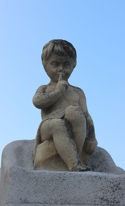 Une statue à Notre Dame de la Garde