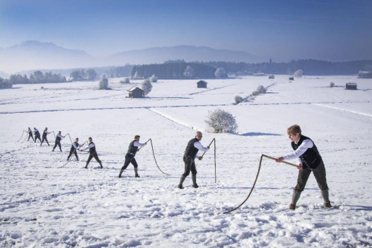 Insolite - En Bavière, on chasse l'hiver à coups de fouet et de marchés de Noël !