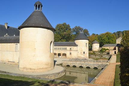Façade latérale du château de Bussy Rabutin