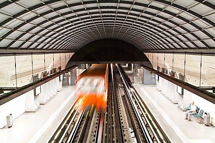 Lyon - Station Vieux-Lyon - Le métro D s'en va