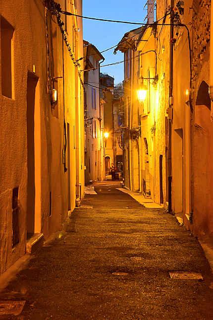 Le soir dans les ruelles de Nyons
