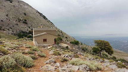 Refuge de Prinos 1050 m