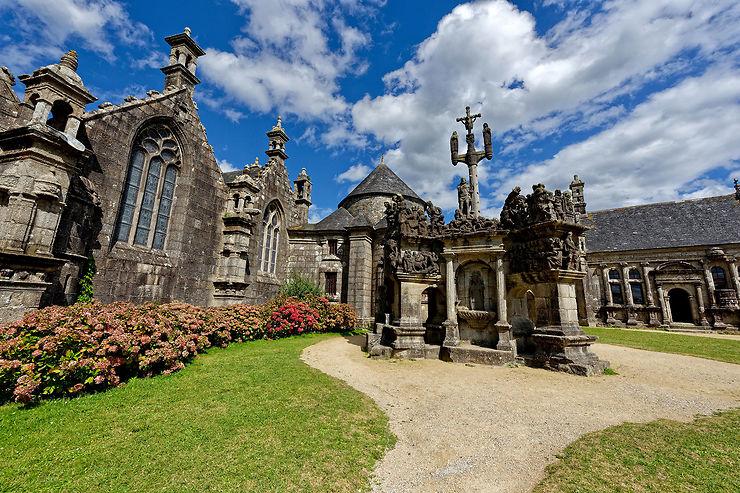 Les enclos paroissiaux, chefs-d'œuvre de la Bretagne