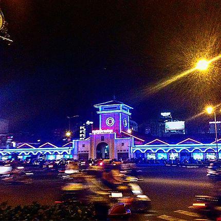 Marché de Ben Thanh de nuit