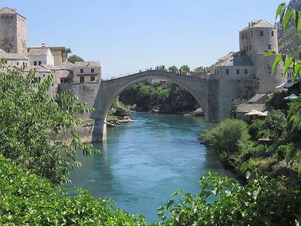 Vue sur le vieux pont de  Mostar