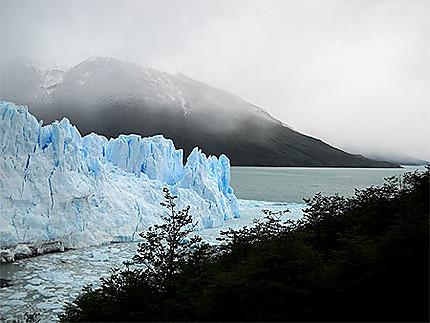 Le Perito Moreno sous la neige