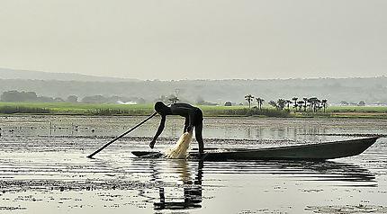 Pêcheur sur le lac de Lémouroudoukou