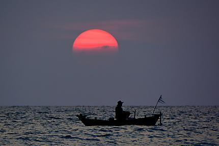 Retour de pêche au coucher de soleil