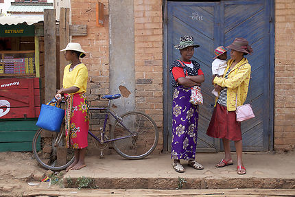 Sur un trottoir d'Ambalavao, Madagascar