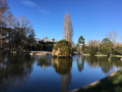 Bassin du parc public à Montélimar