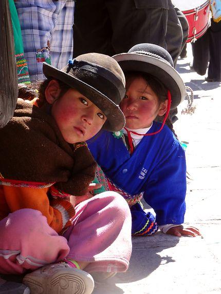 Enfants dans les rues de Cotahuasi