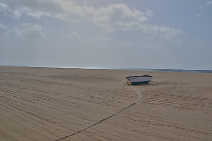 Barque de pêcheurs sur Praia do Curralinho