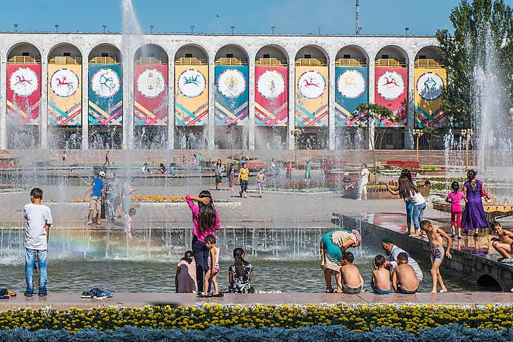 Rafraichissement sur la Place Ala-too, Bichkek
