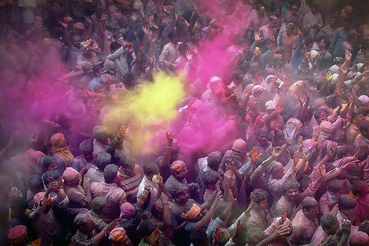 Profusion de couleurs dans le temple de Banke Bihari à Vrindavan