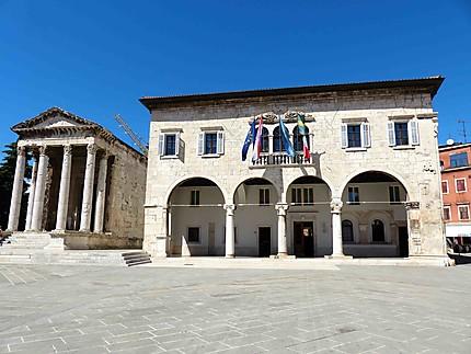 Hôtel de ville et Temple d'Auguste