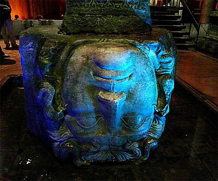 Statue de Méduse inversée - La Citerne Basilique