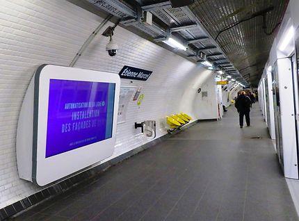 Espace publicitaire dans les stations du métro