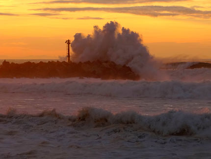 Coucher de soleil en bord de mer avec de gros coef