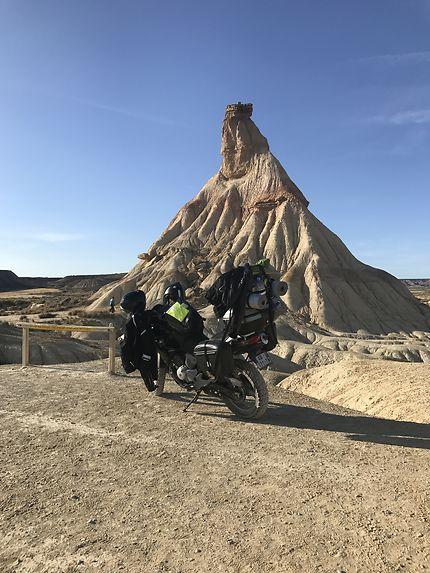 Promenade à moto dans le désert de Bardenas Reales