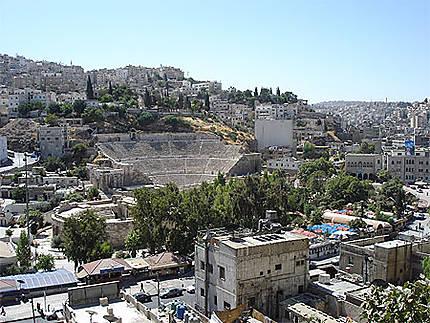 Vue d'Amman avec le théâtre romain