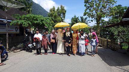 Procession de mariage traditionnel au lac Maninjau