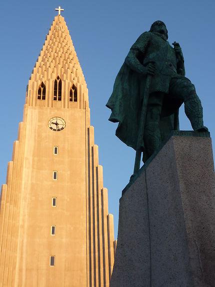 Leif Erikson vs. Hallgrímskirkja