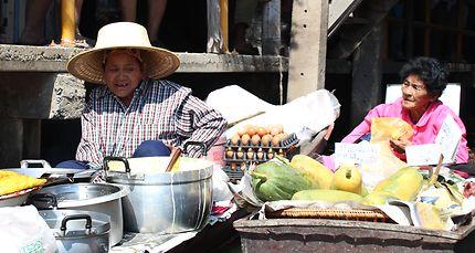 Marché flottant Wat Saphan, Thaïlande