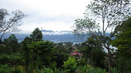Paysage et vue sur le lac Maninjau, Indonésie