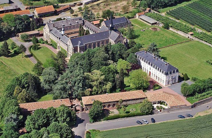 Randonnées bucoliques entre vergers et abbayes