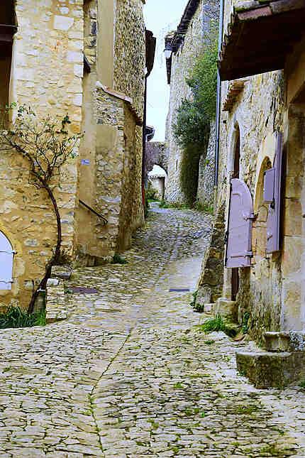 Ruelle et maisons de pierres