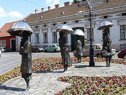 Obuda Femmes avec Parapluies d'Imre Varga