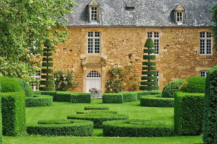 Les jardins du Manoir d'Eyrignac : un joyau dans la vallée