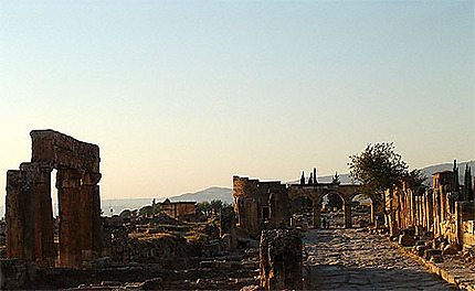Entrée à Hiérapolis et la porte de Domitien