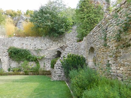 Jardin perché du château de Vogüé