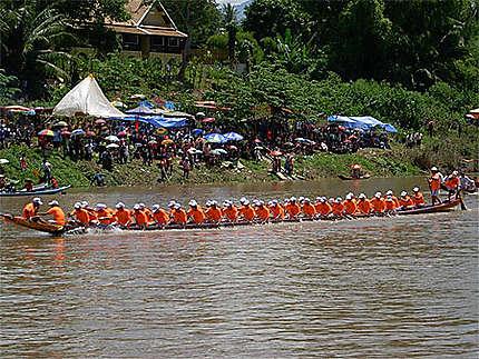 Courses de pirogues sur la rivière Nam Kane à Luang Prabang