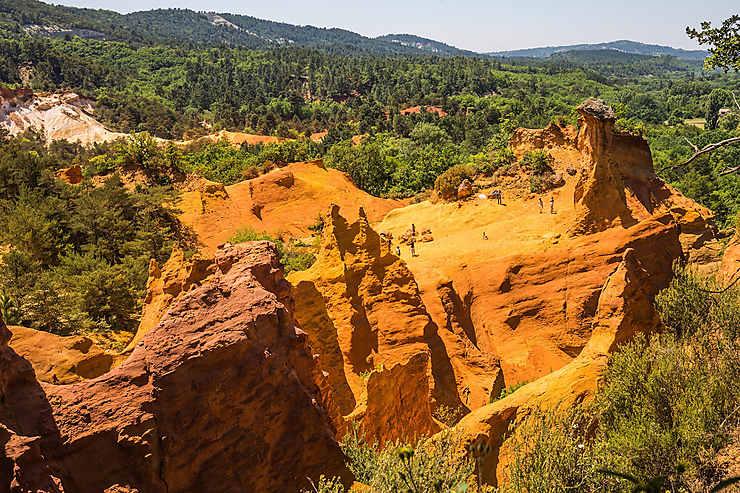 Le « Colorado provençal » : le Luberon en jaune et rouge