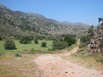 Magnifique plaine au pied des Lefka Ori