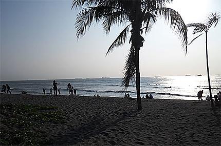 Ile de Cijin. La plage de sable noir.